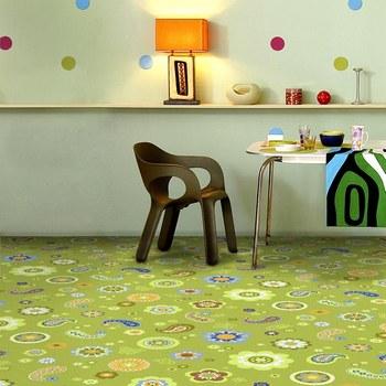 зеленый детский ковролин с цветочками