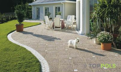 бетонная плитка у дома