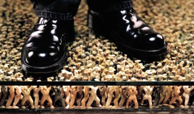 Ботинки на полу