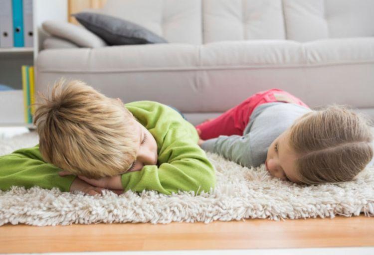 дети на ковре