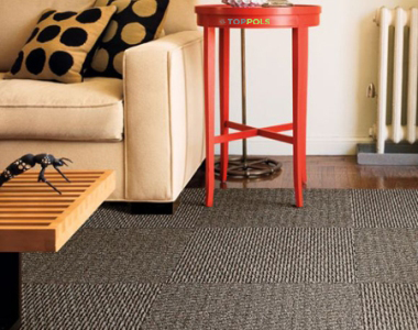 ковровая плитка и диван