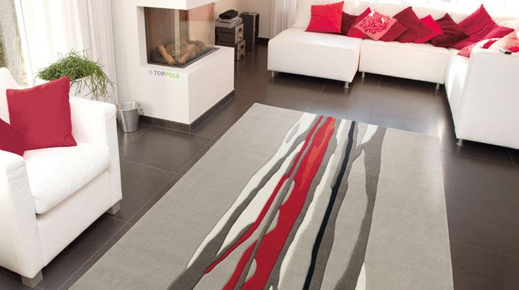 абстрактный ковер в гостиной