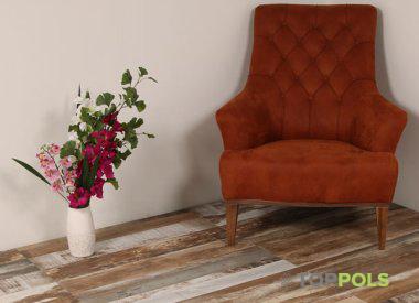 плитка под дерево и кресло