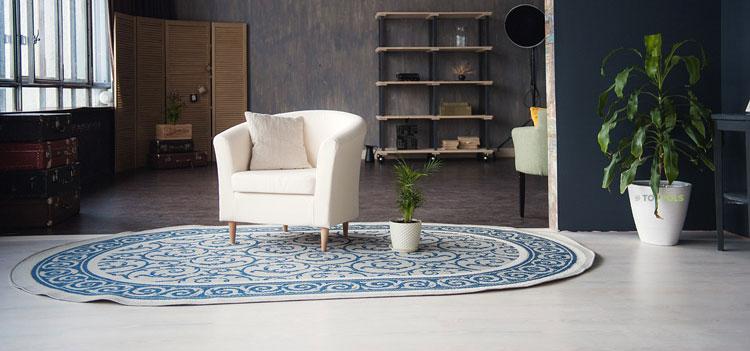 синие узоры на ковре
