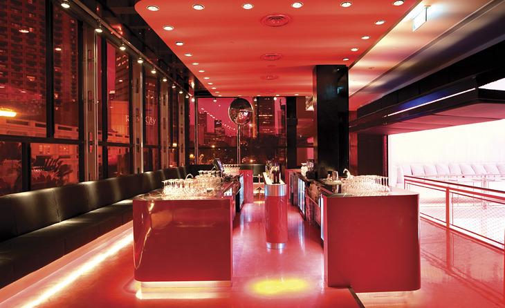 лаунж зона Superclub в ярко-красном цвете