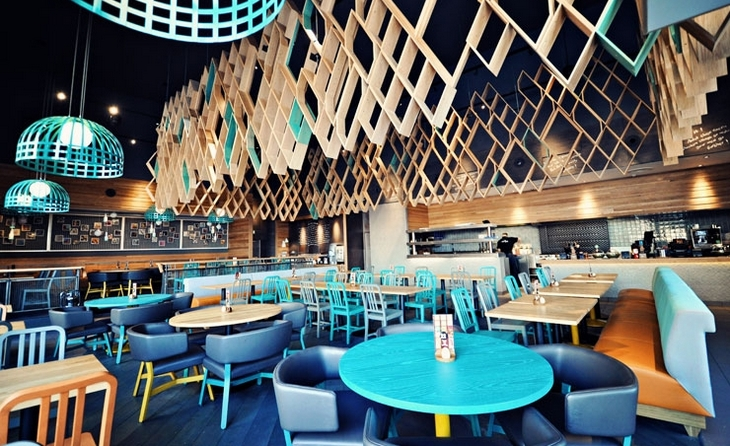 ресторан в бирюзово-голубом цвете