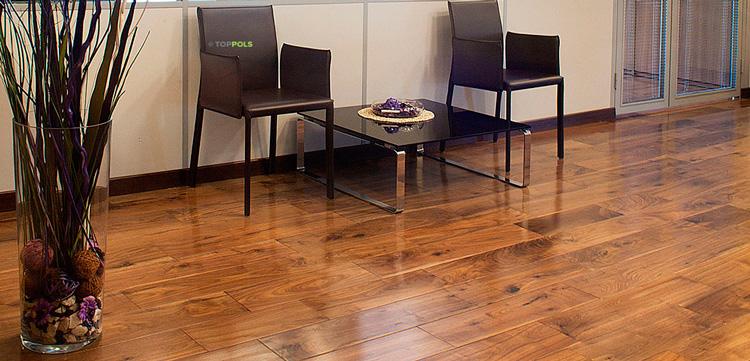 коричневый деревянный пол под мрамор