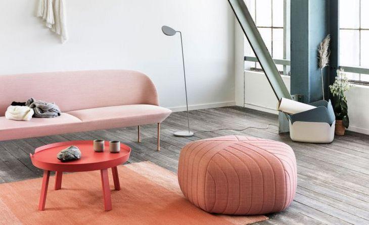 нежно розовый диван