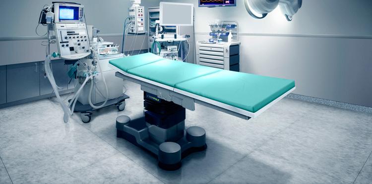 серый пол в операционной
