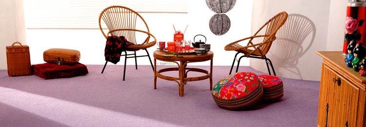 сиреневый ковролин в комнате