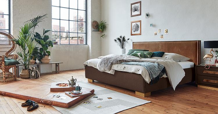 светлая древесина в спальне