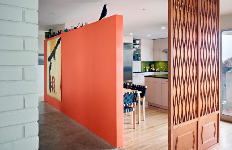 зонирование оранжевой стеной